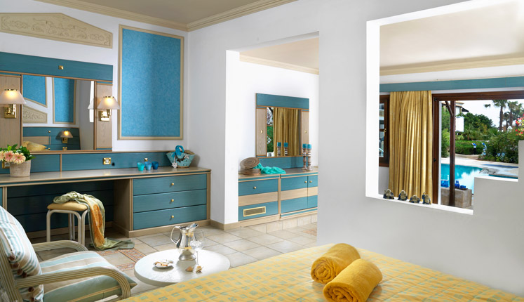 Aldemar royal mare Junior_Suite_sharing_pool