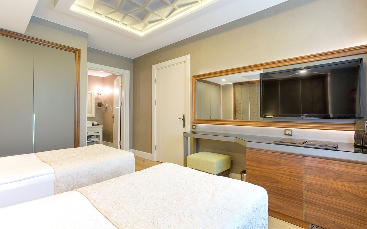 Apollon-Poseidon villa Bedroom (10)-min