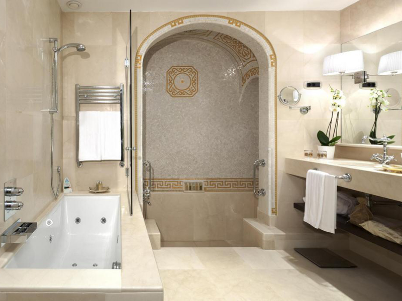 Classic Deluxe with Roman-style bathroom6