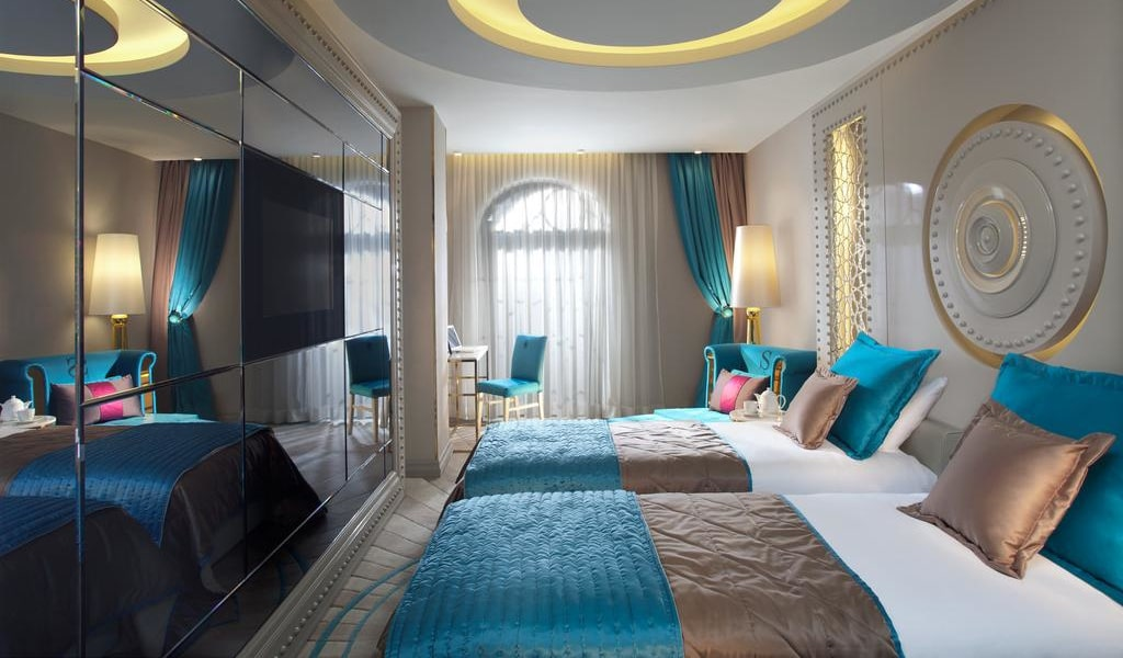 Deluxe Double or Twin Room with Balcony 1-min