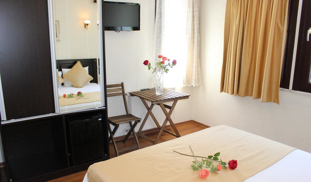 Deluxe Double or Twin Room with Garden View 2-min