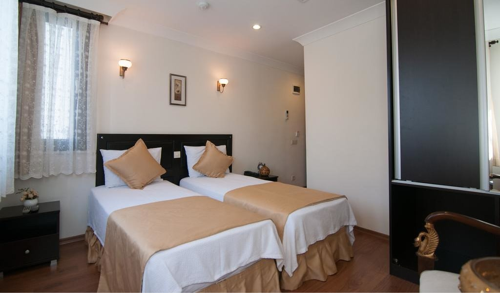 Deluxe Double or Twin Room with Garden View 6-min
