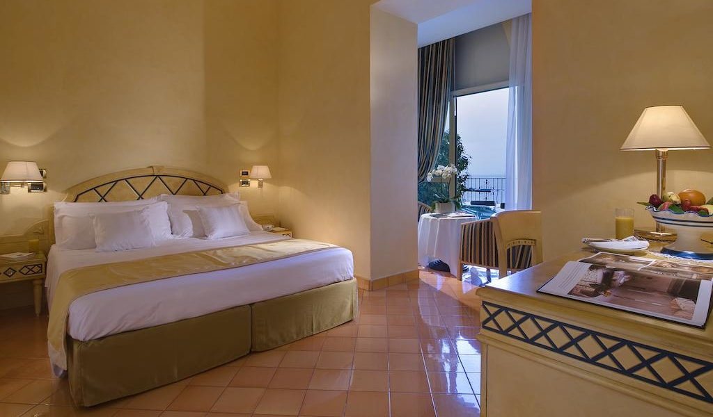 Deluxe Double or Twin Room with Sea View -min
