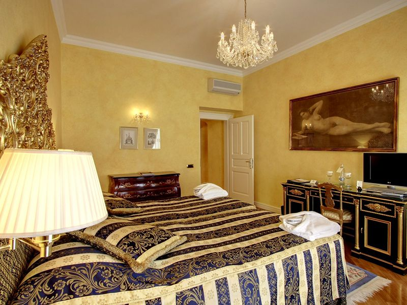 Deluxe Rooms with Twin bed3