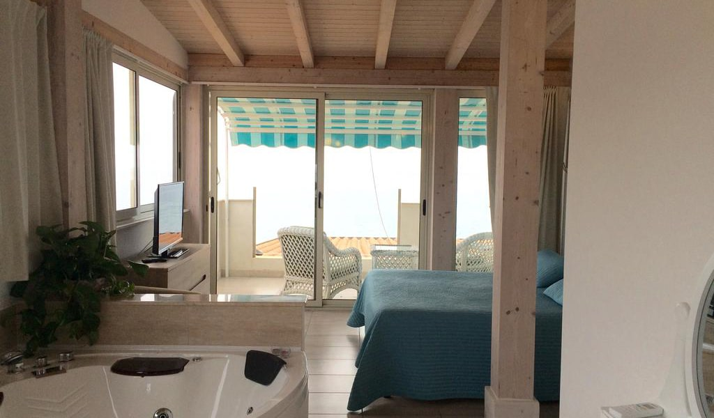 Deluxe Suite with Sea View2-min