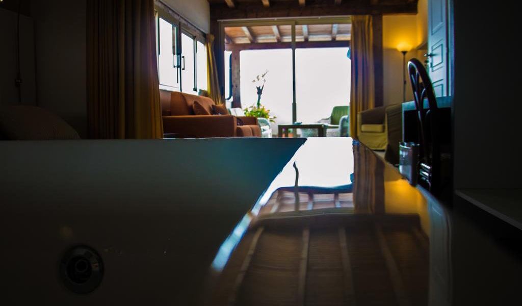 Deluxe Suite with Spa Bath5-min