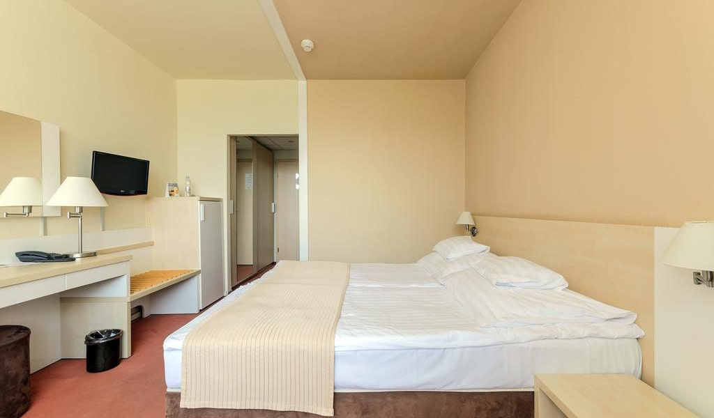 Double Room with Balcony-min