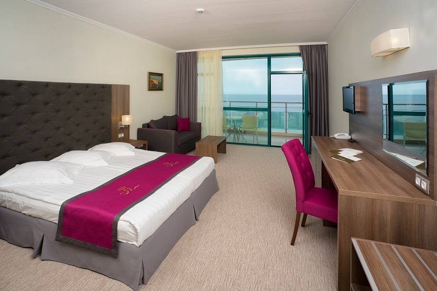 Double room sea view_double bed_1