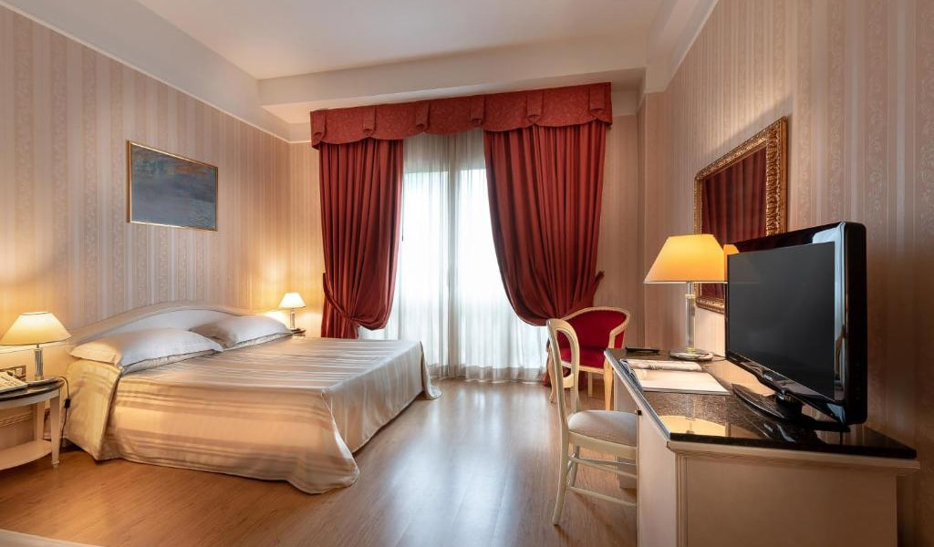 Executive-Double-Room-5-min