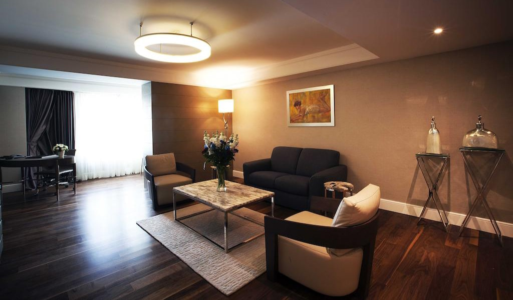 Family Suite with Business Lounge Access 3-min