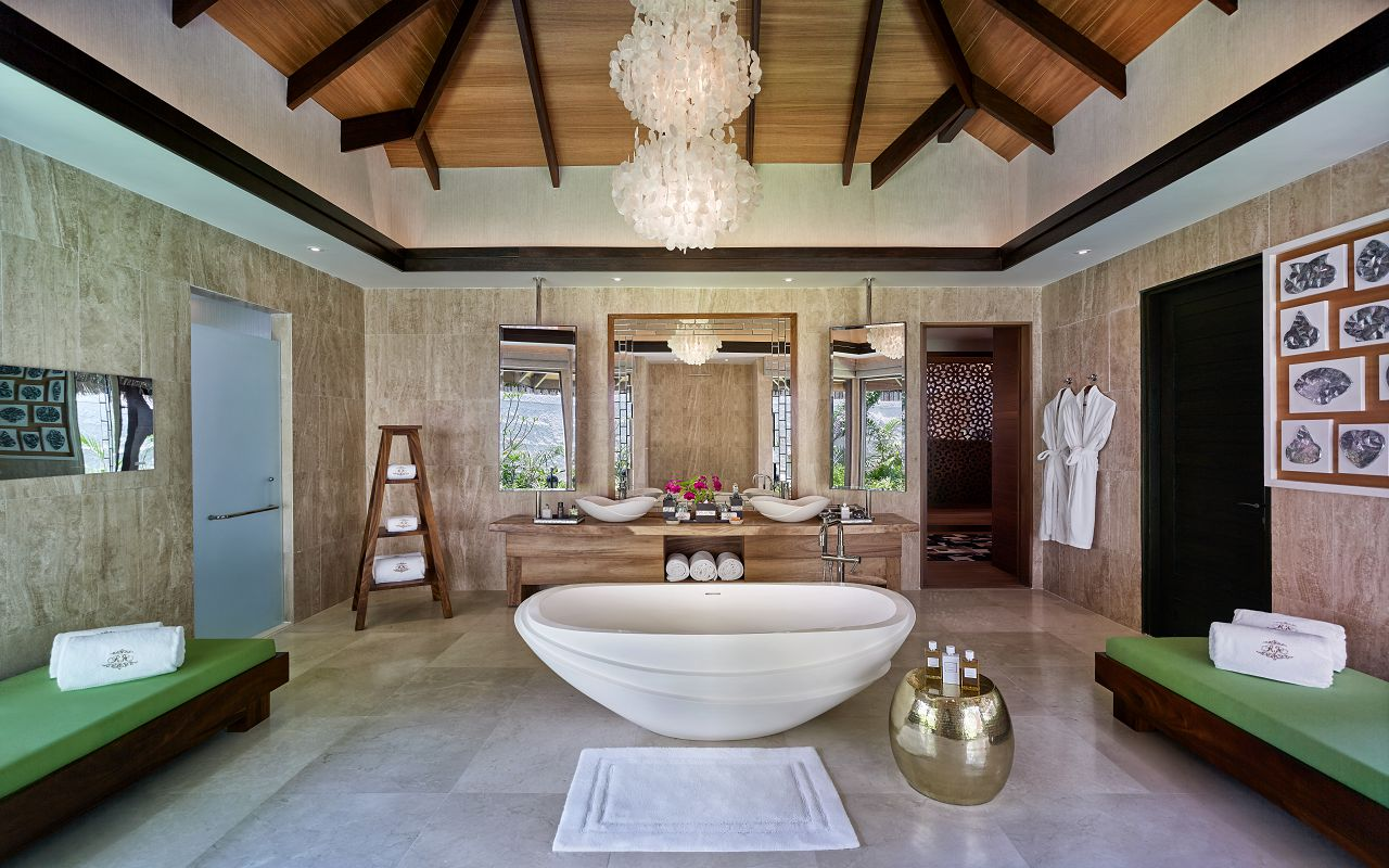 Jumeirah Vittaveli - Royal Residence - Sanctuary Bathroom 01