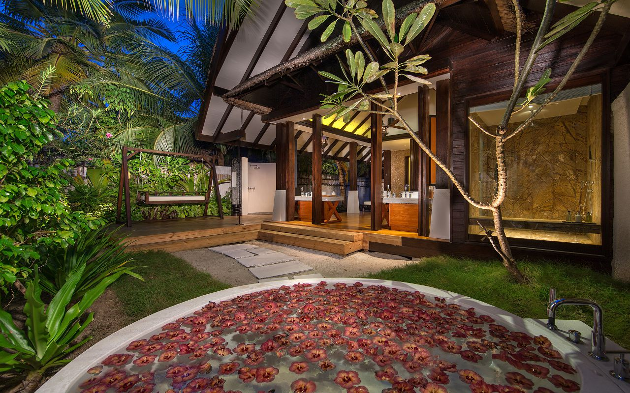 Jumeirah-Vittaveli_Beach-Villa-Bathroom-01