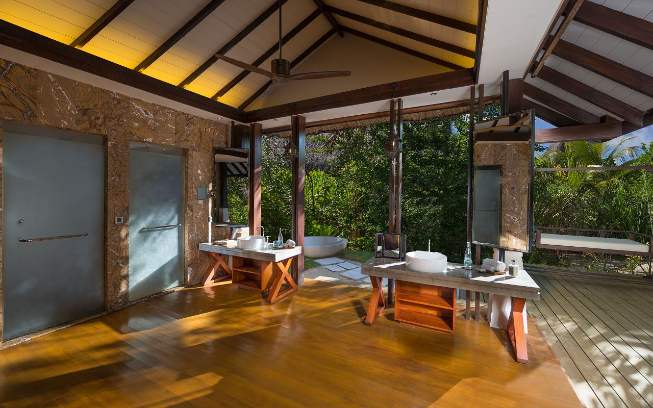 Jumeirah-Vittaveli_Beach-Villa-Bathroom-02