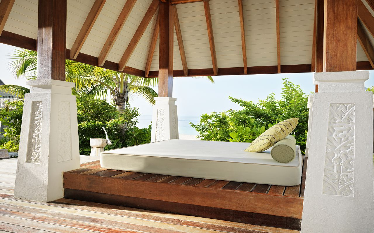 Jumeirah-Vittaveli_Beach-Villa-with-Pool-Sala-m