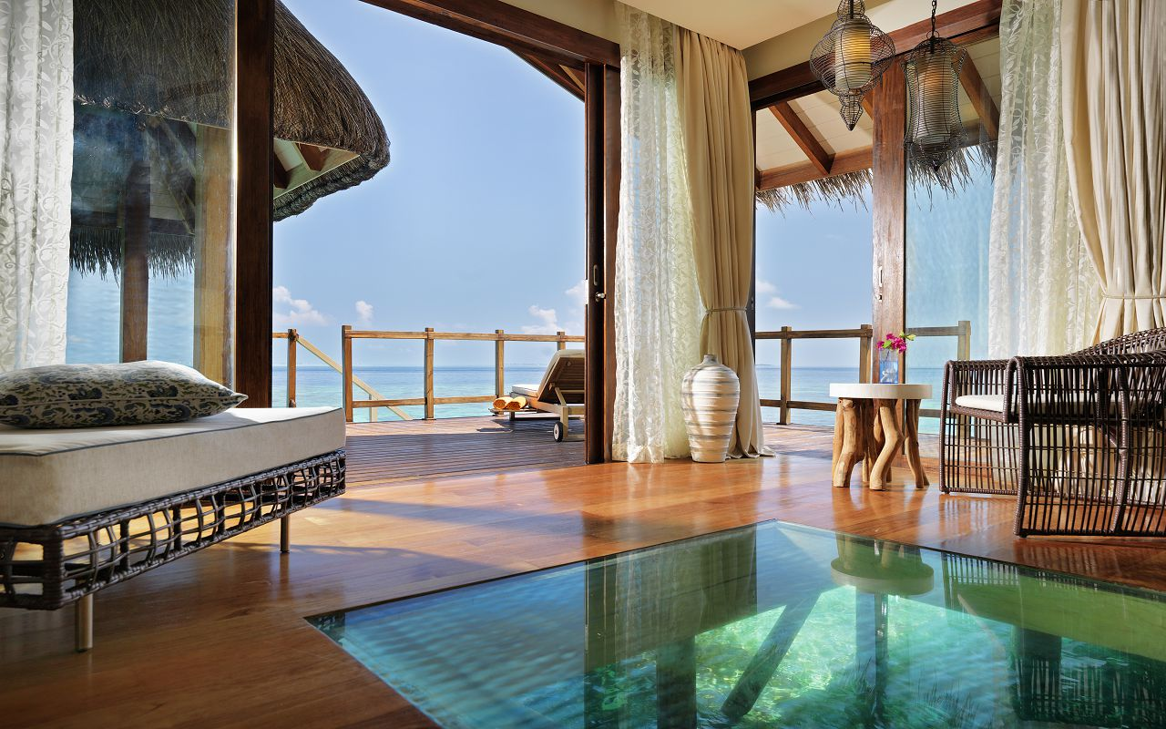 Jumeirah-Vittaveli_Water-Villa-with-Pool-Living-Area-m