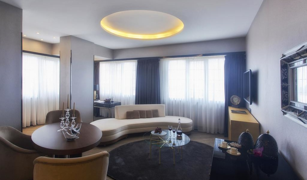 King Suite with Panoramic View 3-min