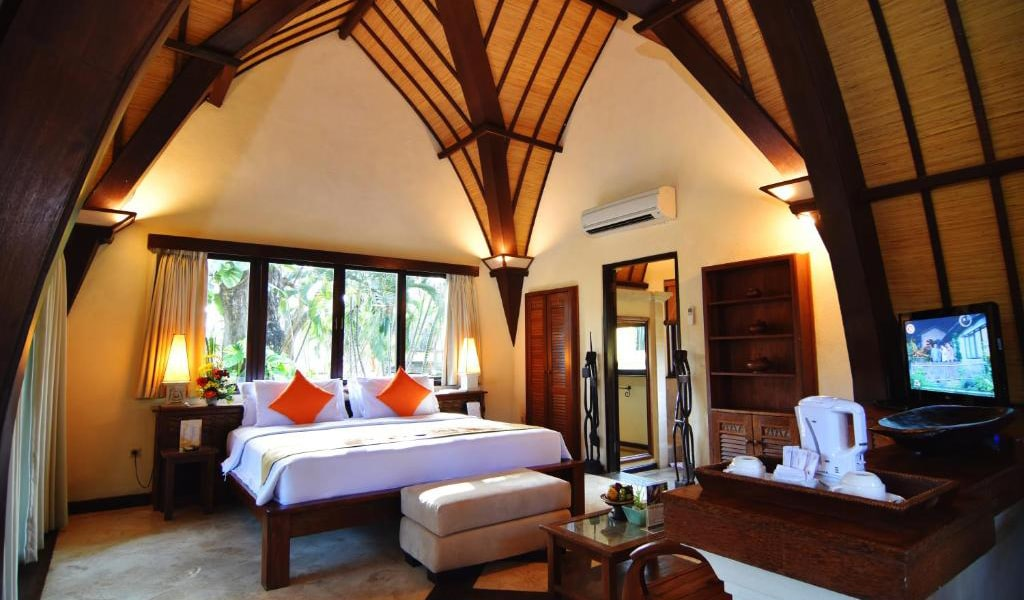 Lumbung-Deluxe-Double-Room-With-Extra-Bed-2-min