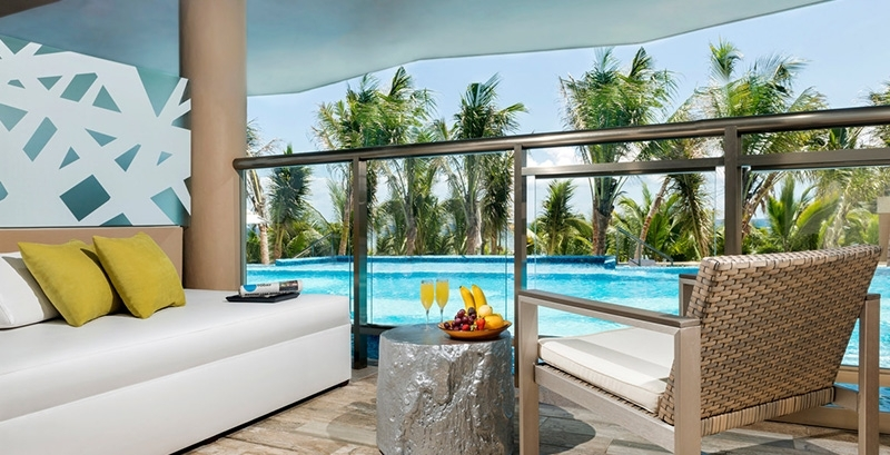 OCEANFRONT SWIM UP JACUZZI SUITE