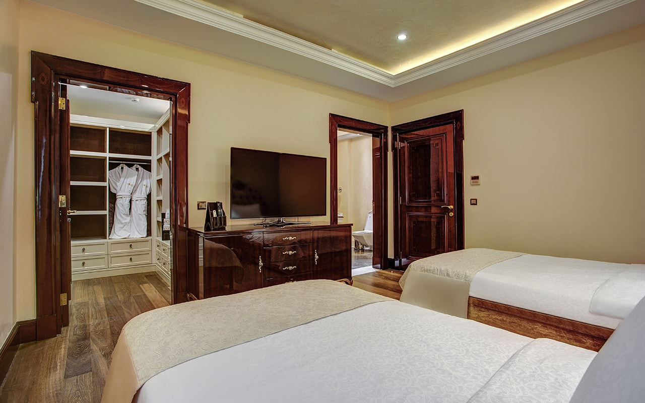 Presedential villa Bedroom (13)-min