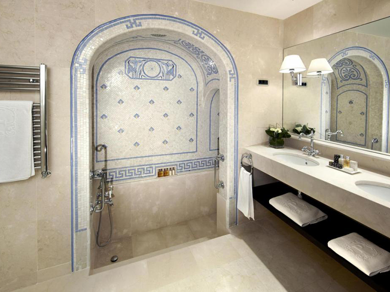 Privilege Classic Deluxe with Roman-style bathroom4