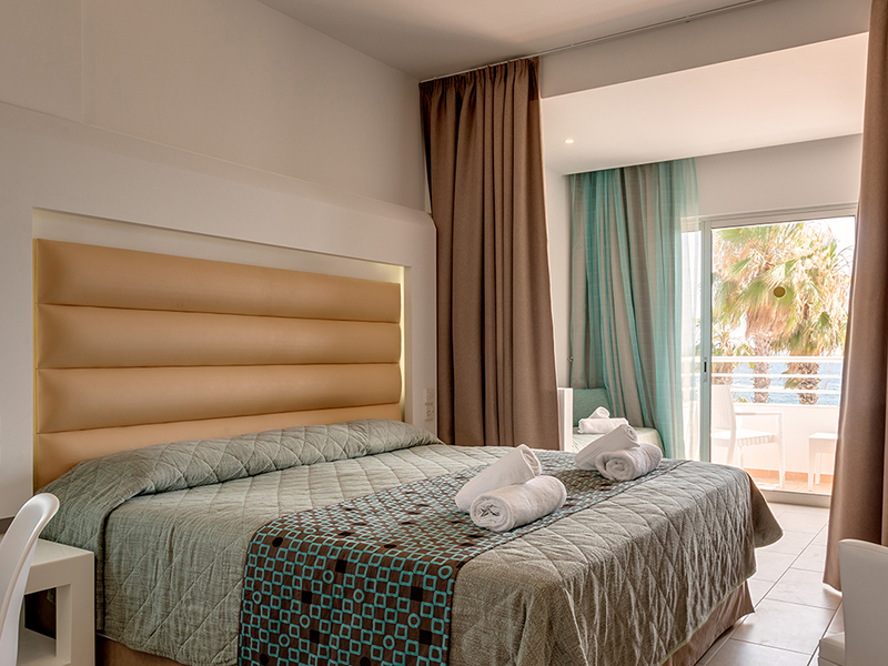 SENTIDO_Cypria_Bay_Family_Room