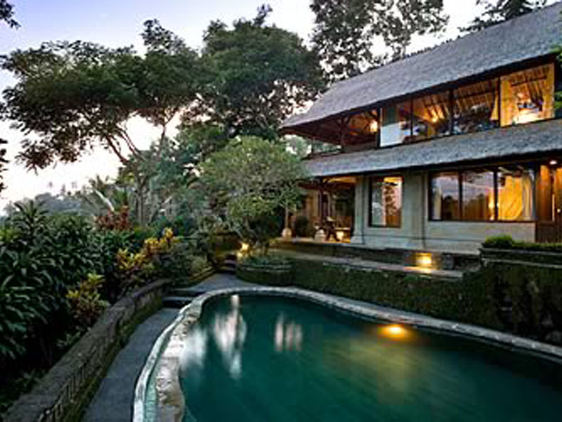 pitamaha-pool-duplex-villa-at-evening