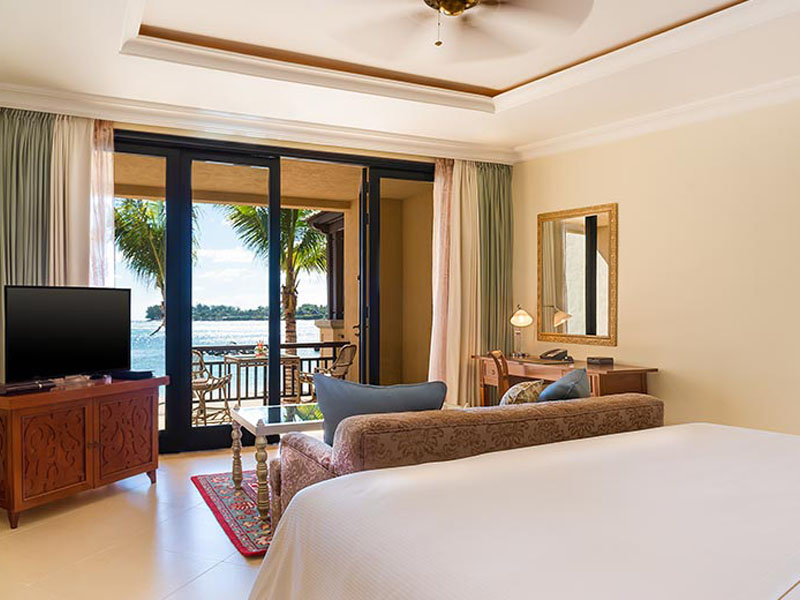 Beachfront Deluxe Room King1