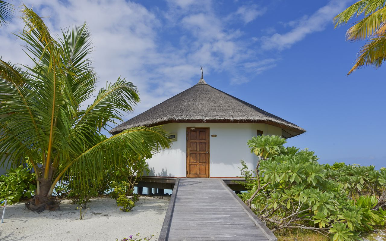 SFI-HRES-Safari_Island_Semi_Water_Bungalow1