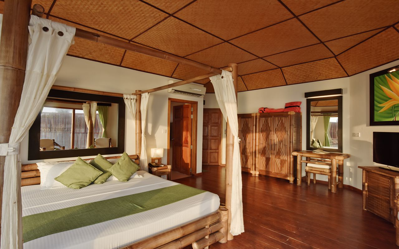 SFI-HRES-Safari_Island_Semi_Water_Bungalow3