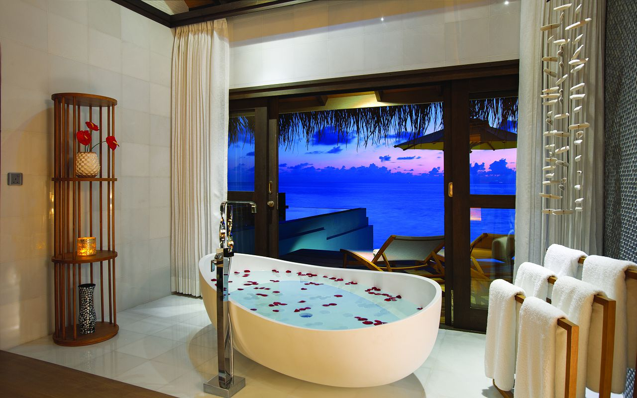 OZEN BY ATMOSPHERE - WIND VILLA WITH POOL - BATHROOM VIEW OF SUNSET