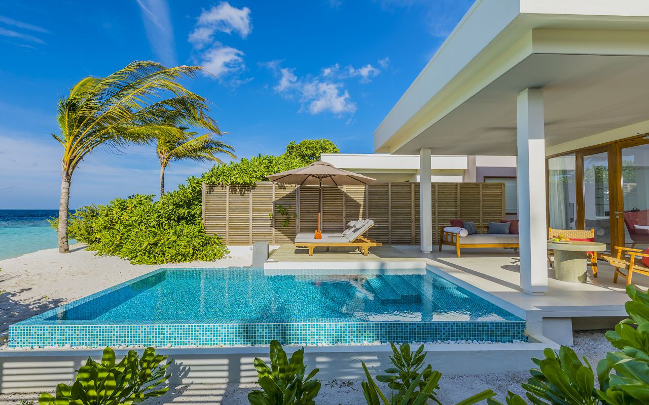 Beach Villa with Pool (2)