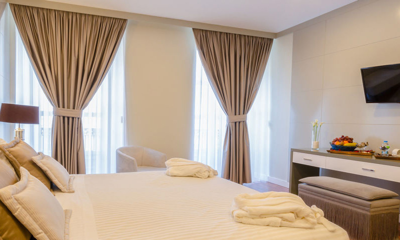 SUPERIOR ROOM WITH CHIADO VIEW2