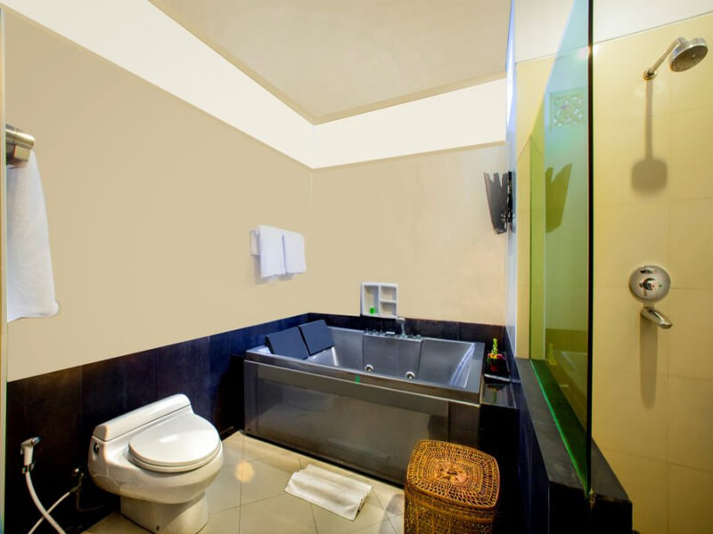 Executive-Bathroom-Medium-1030x687