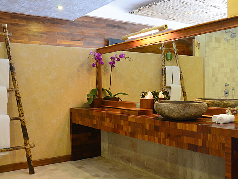 barong-bathroom