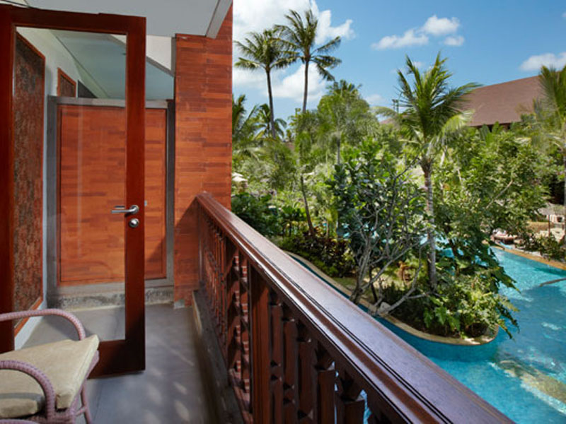 deluxe-lagoon-view-room-01