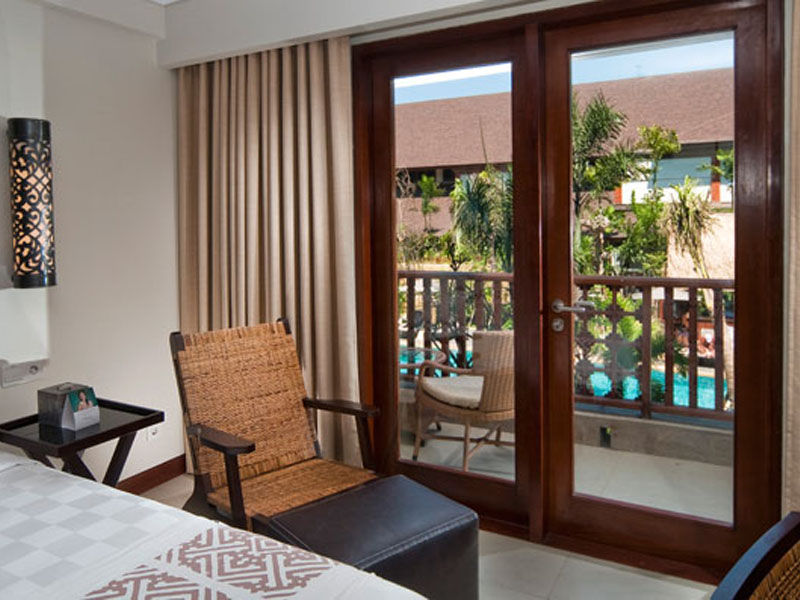 deluxe-lagoon-view-room-03