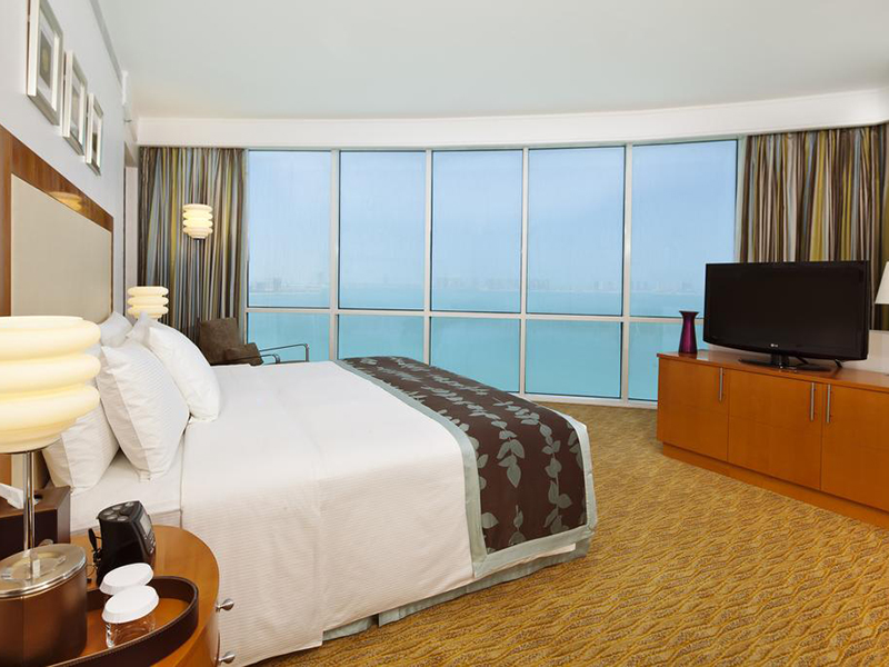 Panoramic Suite with Sea View and Executive Lounge Access (4)