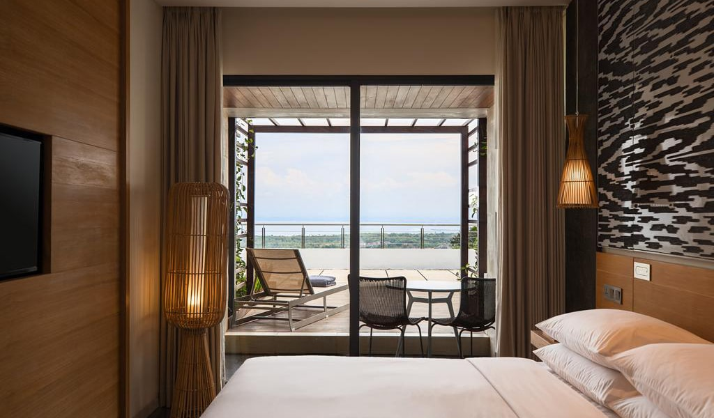 Deluxe King Room with Terrace and Ocean View 3-min