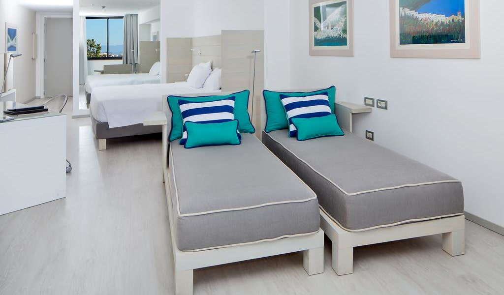 Deluxe Quadruple Room with Sea View 2-min