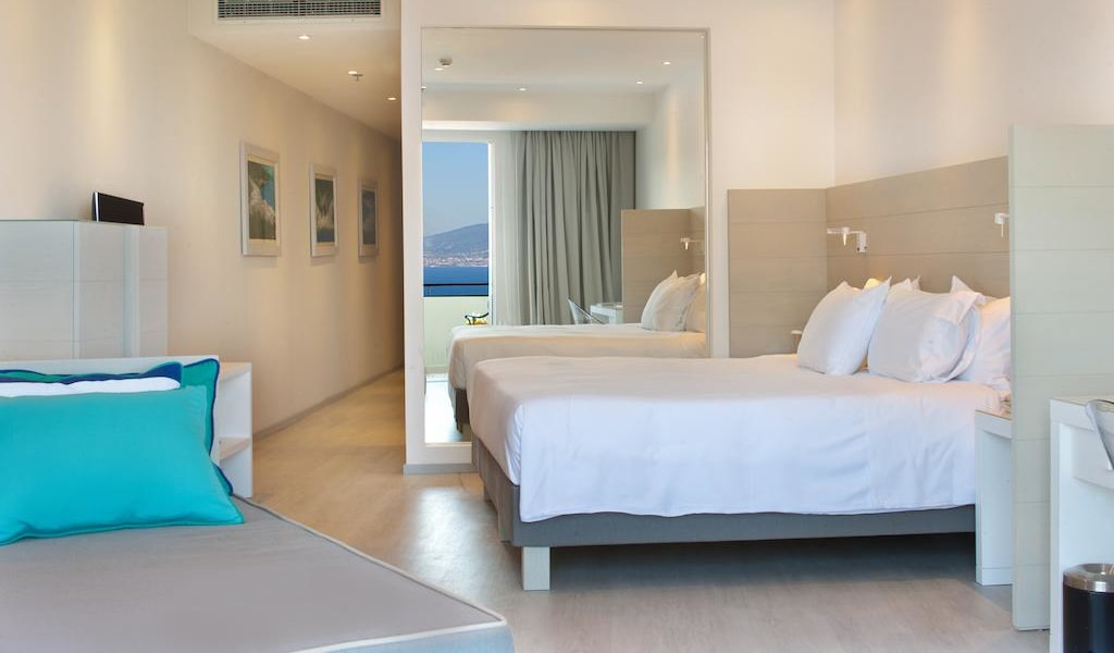 Deluxe Triple Room with Sea View 1-min