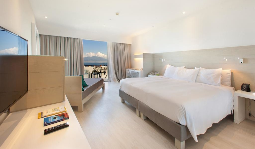 Executive Triple Room with Sea View 1-min