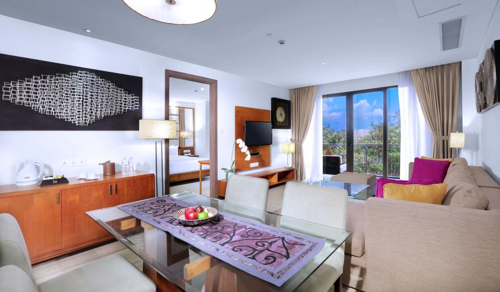 One-Bedroom Suite with Private Pool 9