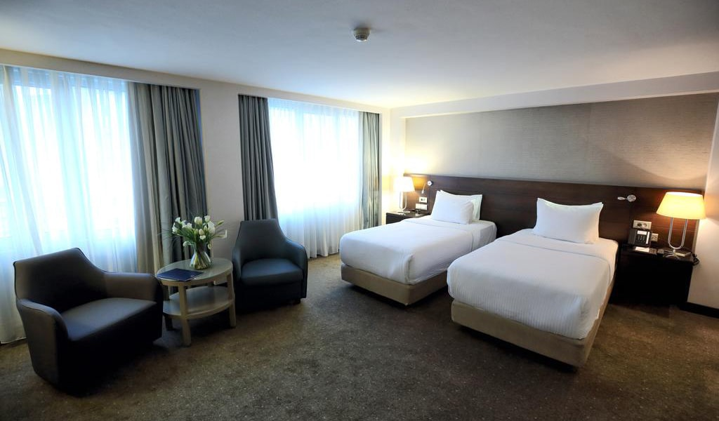 Twin Grand Deluxe Room-min