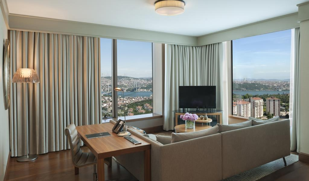 Corner Suite Bosphorus View With Lounge Access 1-min