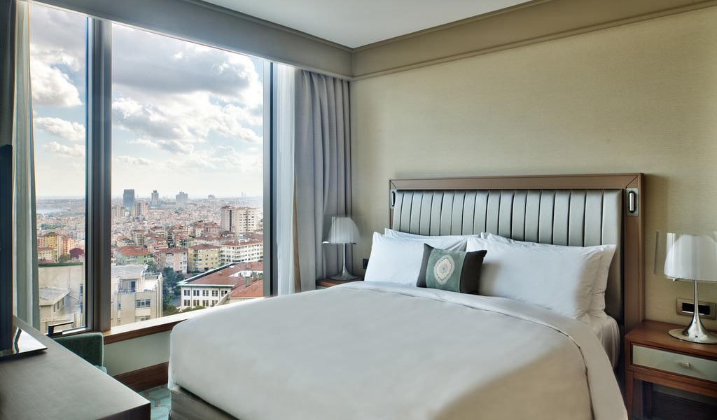 Corner Suite Bosphorus View With Lounge Access 4-min