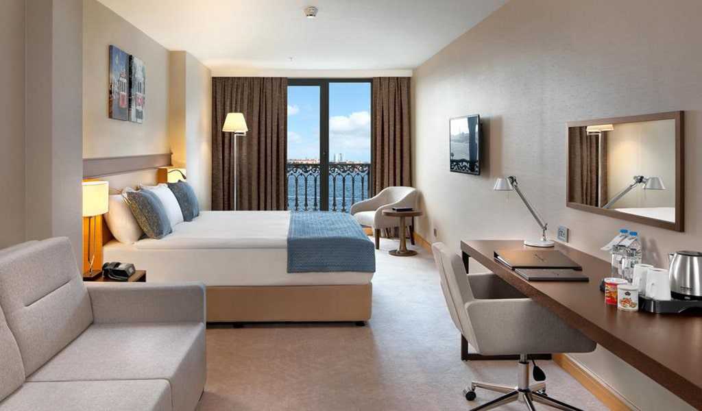 Deluxe Double Room with Partial Sea View 1-min