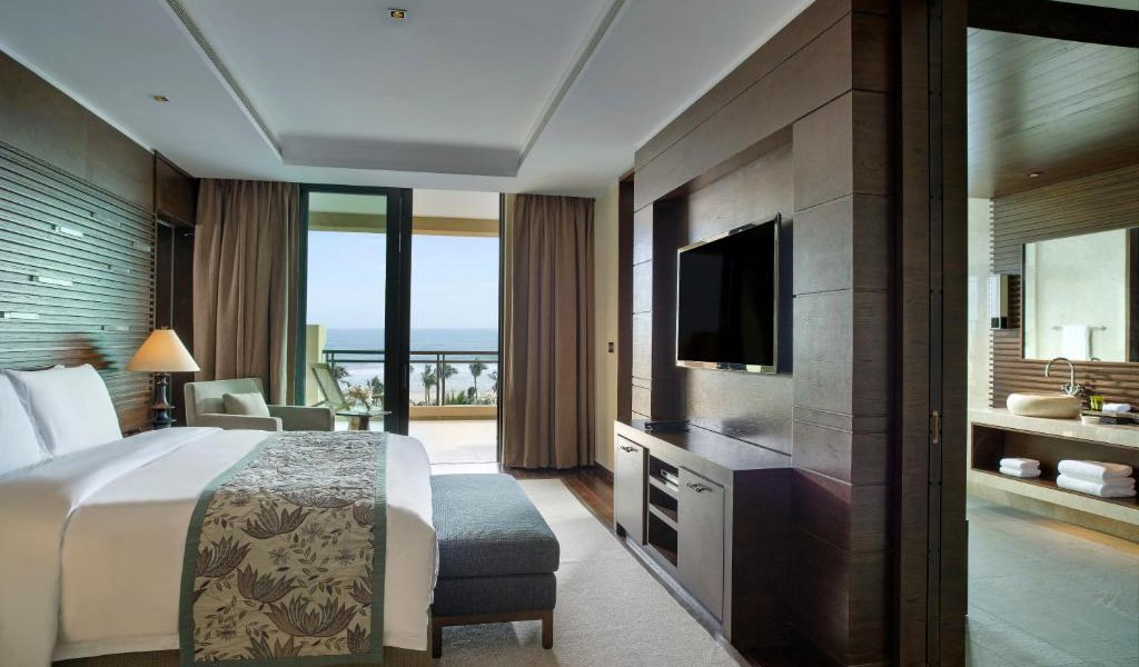 Clear-Water-Bay-Suite-with-Sea-View-min