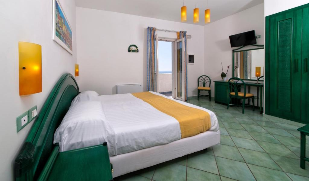 Executive-Double-Room-with-Sea-View-and-Access-to-Thermal-Park-4-min