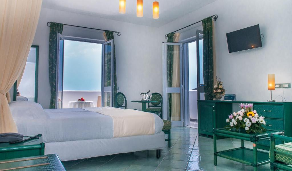 Junior-Suite-with-Sea-View-and-Access-to-Thermal-Park-5-min