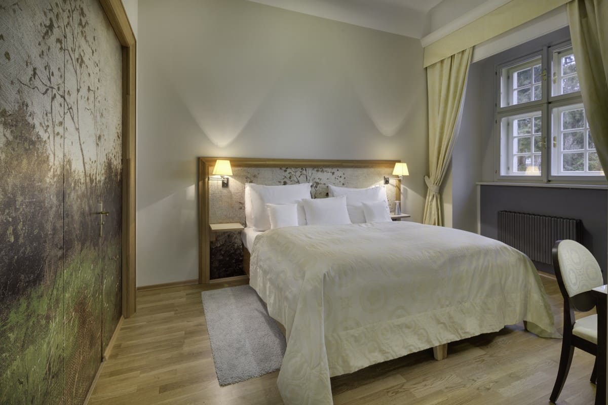 grande luxury suite youthful forest (2)